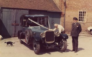A few tweaks to Joe Jenner's wedding car in the Kings Arms yard circa 1960