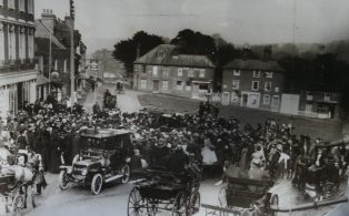 Crowd on The Green when the death of King Edward VII was announced May 6th 1910