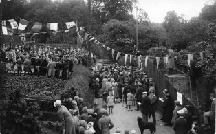 Crowd at the laying of the Legion Clubhouse foundation stone 1928