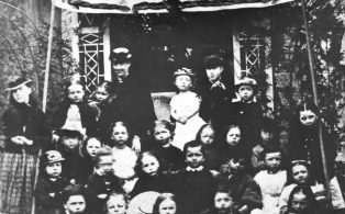 Warde O'Brien wedding 1879, the schoolchildren