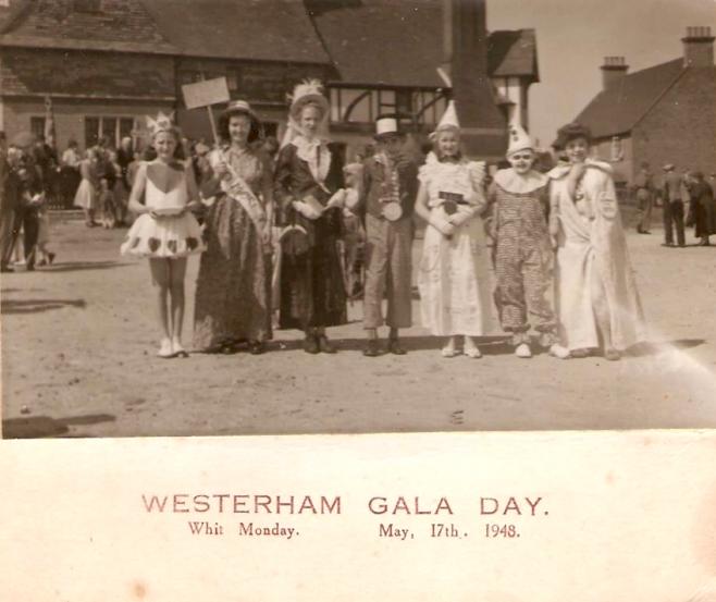Gala day crowd on market field
