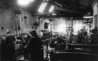 Munitions girls in the Sterling works