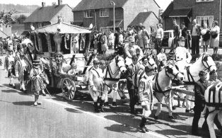 Gala day 1964, procession in London Road