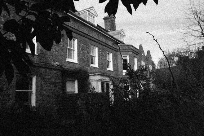 A little further on towards Verralls Corner lies Moreton House, in 1911 the retirement home of the Rev.d. Carr Glen Ackworth clergyman.  An extraordinarily wide building with Flemish roofline details, the house is now divided into three, Moretons End, Great Moretons and Little Moretons.